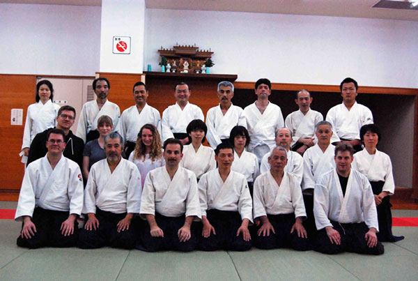 Group photo of aikidoists